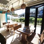 Micasadeco&Cafe - 日当りの良い窓際の席