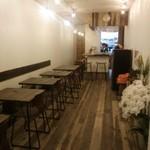 maaru - テーブル席・カウンター席もありますので、ご家族・お友達と、おひとり様も大歓迎です!