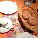 21440171 - 燻製ホイップバターとライ麦パン