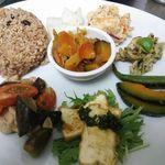 maaru - 地元野菜をたっぷり使った 野菜のランチプレート