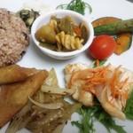 maaru - 野菜のランチプレートは発芽酵素玄米を中心にした日替わりメニュー!