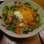 boogaloocafe - スモークサーモンとリコッタチーズのサラダ。ちょっとつついた後です。