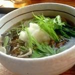 レストラン 最高地点 - 山菜そば(温)850円
