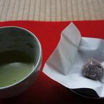 宝泉院 - お茶菓子はこんな感じ、一口でしたので、覚えていません
