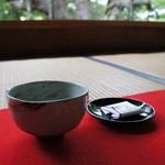 宝泉院 - お抹茶とお茶菓子が拝観料に含まれます