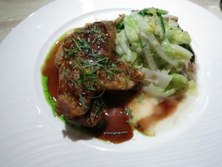 ル・ジャルダン・デ・サヴール - ヴィアンド フランス産鴨もも肉のコンフィ そのジュー 白菜の付合せ