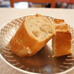 ブション - ハード系のパン、量も十分