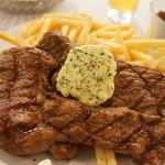 ブション - グリエされた牛肉、フライドポテとがたっぷりです