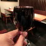 池袋ワイン倶楽部 - プリモロッソ。なみなみとグラスいっぱいで480円!