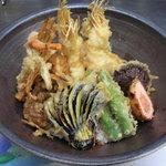 天ぷら山家 - 揚げたての天丼です