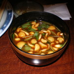 赤坂 津つ井 - 赤だしです。なめこと豆腐が入っていて美味しかったのでおかわりしました。