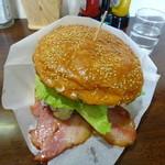 21451359 - 十勝チーズベーコンエッグバーガー アメリカンサイズ
