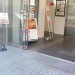 dammi 神戸三宮店 - エレベーター前入り口