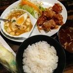 本日のランチ700円:鶏の唐揚げ・麻婆豆腐