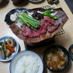 細江屋 - 3-1)肉入り朴葉みそ定食(1500円)