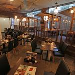 函館市場 海厨房 - 開放的なテーブル席