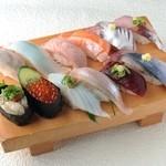 でかねた寿司 - 料理写真:秋の12種盛り(あら汁付)2214円→1980円