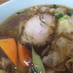 きりや - 醤油餡かけ中華そばです。       チャーシュー1枚と野菜入り餡がたっぷりかかったボリューム麺。