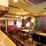 山本のハンバーグ - 店内は、カウンター8席。テーブル16席。