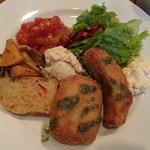 ワンドロップカフェ - 秋鮭のフライと魚介と里芋とコロッケ 1,000円