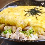 鳥一番 - 【大人気】新・親子丼☆380円☆半熟のオムレツを割ると中から玉子がトロ~。新たな親子丼スタイルです。鳥一番の新定番。これぞシンプルの中に一工夫を表現した一品です。
