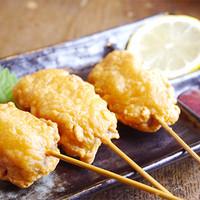 鳥一番 - 【大人気】み唐揚げ☆当店の唐揚げは串に刺さってる為、1串からで注文しやすいです!そのまま食べても美味しいですが、秘伝の梅肉を付けて食べてもらうのが鳥一流!
