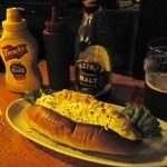 I's Public Ale House - 絶品フィッシュフライドッグ、モルトビネガー付けて食べてね