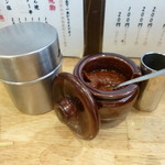 かぶら屋 - 2013.09 串用のタレセット。七味唐辛子、ミソ、その奥は?