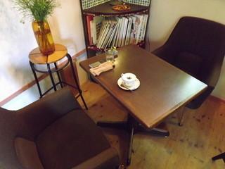 cafe and food COLO - 私が座ったテーブルです。食前にウィンナーコーヒーをいただきました。  h25.9.24撮影