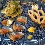 とんかつ 安右衛門 - 刺身盛り合わせ        ヤリイカ湯引き        とびうおタタキ        秋刀魚