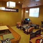 関屋 - 左には喫茶スペースがあって、くつろげます