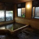関屋 - 露天風呂はなく、内風呂だけですが、昔ながらな感じでゆっくりできます