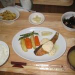 カフェ フレディ - 料理写真:秋鮭のムニエル