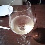 21476490 - まずは、グラスの白