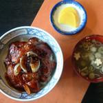 かかし - 豚丼(みそ椀付) 900円