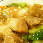 梅蘭 - 2013, Aug 豚バラかけご飯 アップ!皮付きバラ肉がゴロゴロ