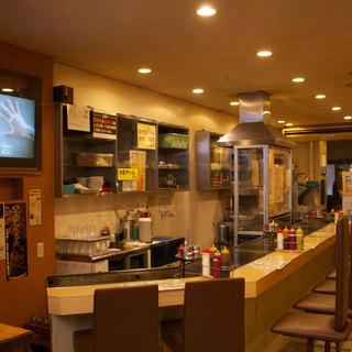 昭和25年創業の 風月 第一号店 商店街の路地を入って4軒目!1F:カウンター 8席、2F:テーブル32席!