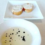 ウディ亭 - 料理写真:パンとオリーブ・オイル(バルサミコ・ソース入り)