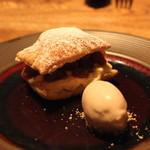 デュ バリー - 焼きりんごのミルフィーユ と シナモン風味のアイスクリーム