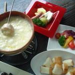 葡萄酒場 ICHIGOYA - スイス産エメンタールチーズとグリュイエールチーズ&白ワインでとろ~りあつあつ!