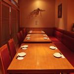 小江戸下町酒家 なんな - 10名~18名のソファテーブル個室。要予約、人気席です。