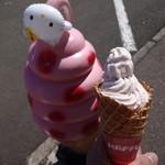 寒風山観光パラダイス - 料理写真:いちごプレミアムソフト・250円