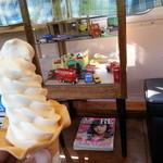 タビカフェトリッパーズ - ソフトクリーム頂戴しました・・・でかいです。美味いです。