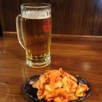 炭火焼肉 やまもと - 料理写真:オリオン生ビール、キムチ