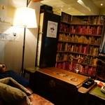 喃喃 - 半個室のソファー席