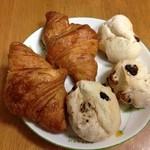 ドンク - 料理写真:mini one ミニクロワッサン&豆モチ