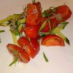 さかなや晴レ - 完熟トマトとジャコのサラダ。