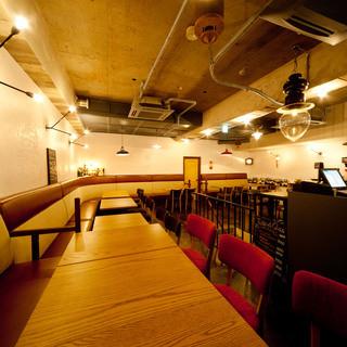 バーヴァでは用途や人数、演出内容に応じた店内レイアウトが可能です。