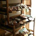 カフェーパウゼ - 【撮影許可済み】焼き菓子も手頃な価格であります。