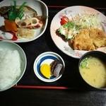 お食事処ペンギン - 料理写真:サービスのトンカツ定食¥680